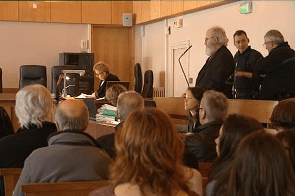 Bruno Gourdel n'en pouvait plus de garder ce lourd secret pour lui. Il a avoué le meurtre de sa compagne à l'ouverture du procès, ce mercredi matin, à Coutances.