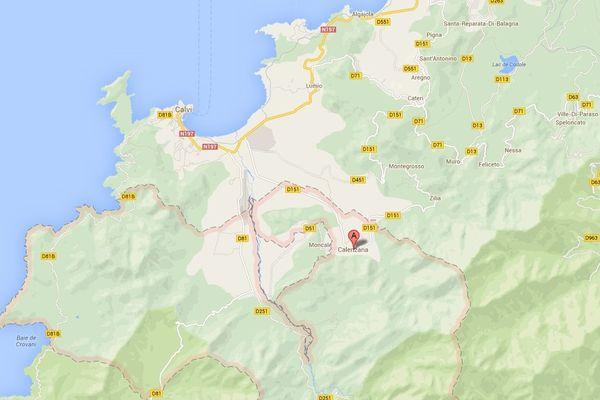 Sur la commune de Calenzana, les pompiers restent mobilisés en cas de nouveau départ de feu.