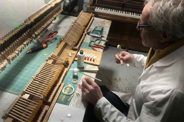 Accordeur et réparateur de pianos, un métier passion pour Matthieu Duclercq.