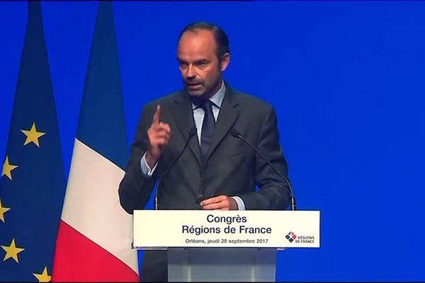 Edouard Philippe à la tribune du congrès des régions à Orléans