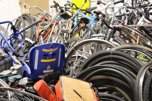 Une partie des vélos retrouvés au domicile d'un Strasbourgeois par les policiers.