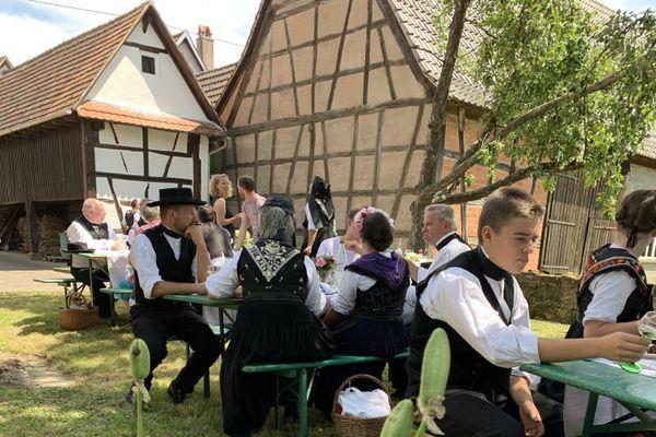 Pique-nique convivial au lieu de la spectaculaire Streisselhochzeit, c'est l'édition 2020 à Seebach