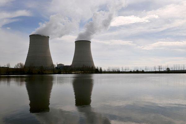 Les tours aéroréfrigérantes de la centrale nucléaire de Belleville-sur-Loire, en 2011.