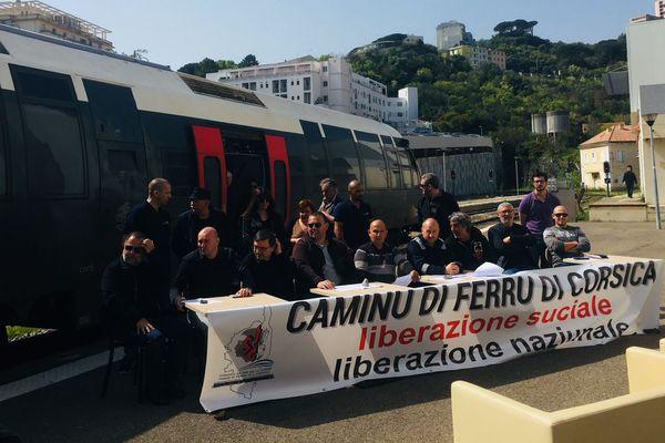 17/04/2018 - La circulation des trains est légèrement perturbée ce mardi à l'appel du syndicat STC des Chemins de fer de la Corse (CFC).
