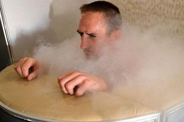 La photo de Ribéry ( à Euro 2012) que CNN avait utilisée pour illustrer un article sur la mort d'une femme dans une cabine de cryothérapie