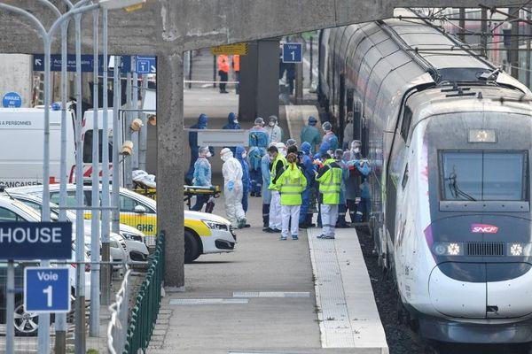Le transfert des patients mulhousiens a commencé très tôt ce dimanche 29 mars 2020 en gare de Mulhouse.
