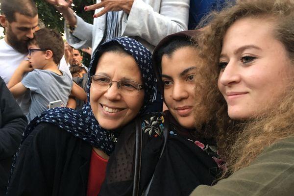 La jeune palestinienne, Ahed Tamimi, n'a refusé aucun selfie.