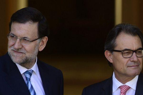 Le président de la Catalogne Artur Mas (à droite) ne veut rien entendre des injonctions du chef du gouvernement espagnol Mariano Rajoy.