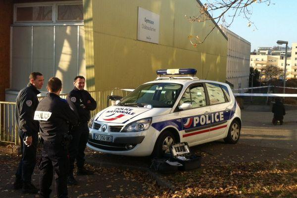 Les tirs ont eu lieu devant le gymnase Châteaufarine
