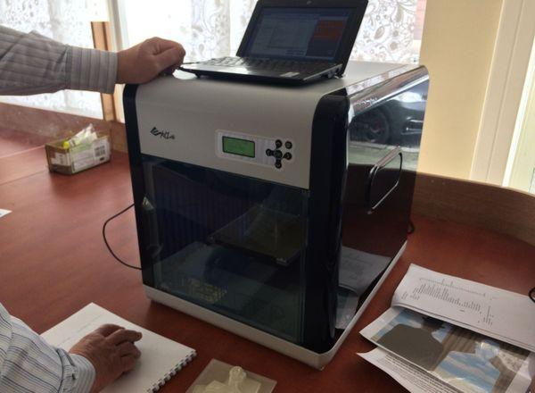 Le dessin revu par le logiciel de Régis Kern est reproduit par l'imprimante en 3D