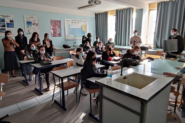Lauda Giudicelli, conseillère exécutive en charge du sport, de la jeunesse et de l'égalité hommes/femmes à la Collectivité de Corse, au lycée Finosello à Ajaccio.