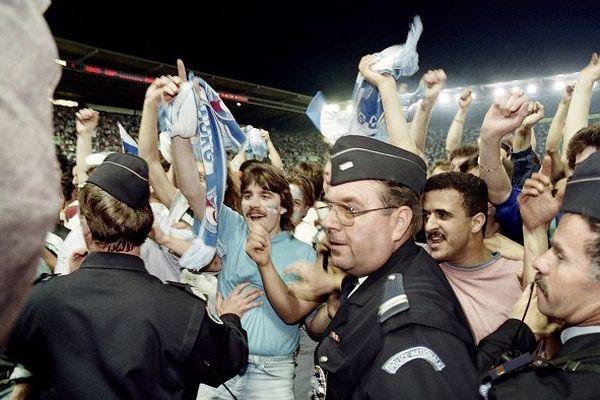 Les supportes du Racing célèbrent la victoire face à Rennes le 13 mai 1992