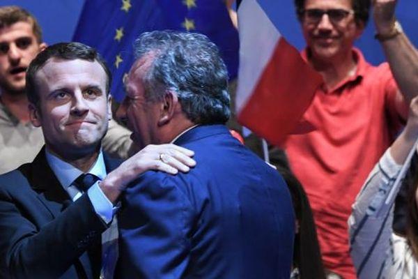 Sur la même scène, E. Macron et F. Bayrou