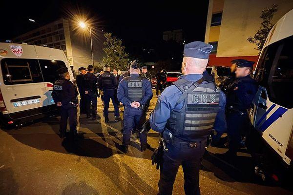 70 CRS ont été déployés dans la nuit du 22 au 23 septembre 2021 dans différents quartiers de Dijon, dont celui de la Fontaine-d'Ouche qui a été la proie à des faits de violence les jours précédents.