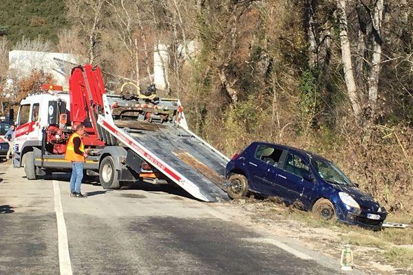 02/12/2019 - Intempéries dans le Sud-Est, une voiture retrouvée dans une rivière dans les Alpes-de-Haute-Provence.