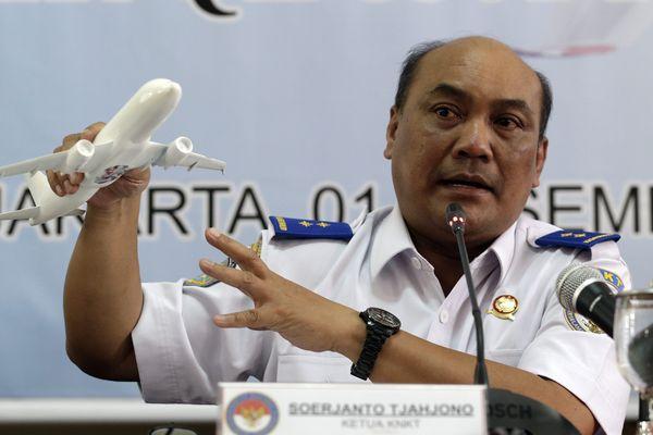 Le chef du comité indonésien de la sécurité des transports Soerjanto Tjahjono le 01 décembre 2015
