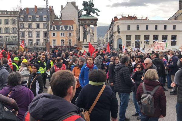 Vendredi 24 janvier, à Clermont-Ferrand, la CGT a annoncé 10 000 participants contre 4 400 selon la préfecture.
