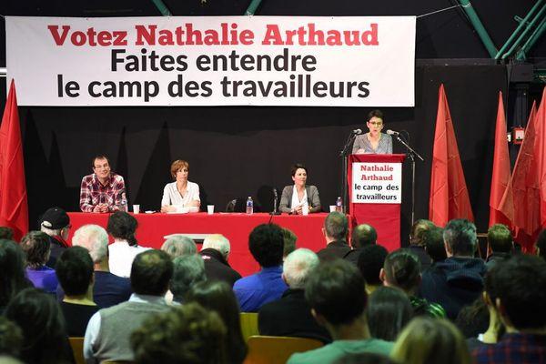 Nathalie Arthaud devant près de 300 sympathisants lors du meeting à Rennes  ce jeudis 23 mars.