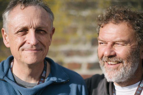 """Les skippers Jacques-Arnaud Seyrig (à gauche) et Marc Dubos (à droite), à quelques jours du départ de la 13e édition de la Transat Jacques Vabre, au Havre, à bord de leur Class 40 """"Esprit scout""""."""