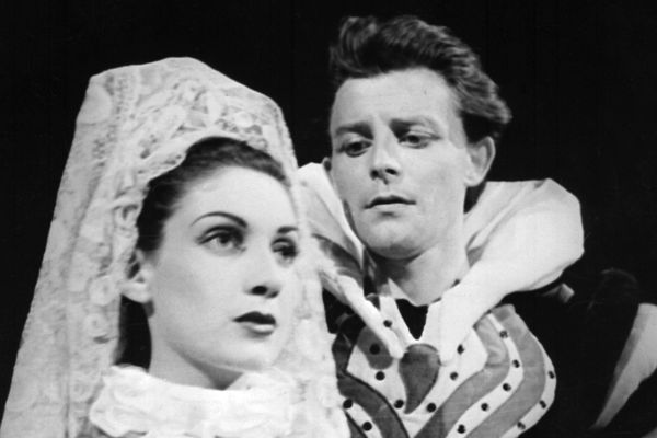 Photo de Gérard Philipe et Françoise Spira prise en 1951 lors de leur interprétation du Cid au Théâtre National Populaire à Avignon