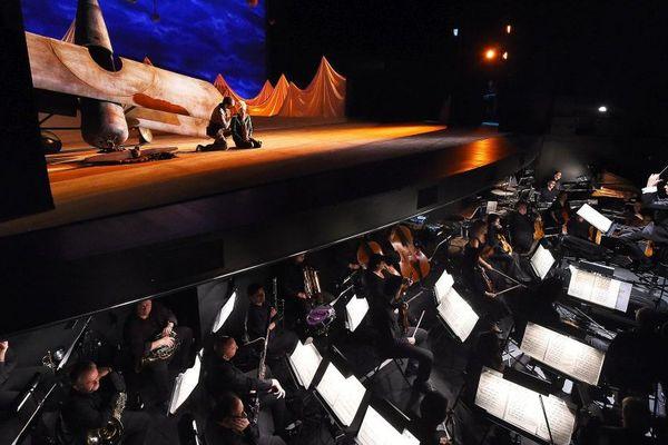 """""""Le Petit Prince"""" sur la scène du Bateau Feu en décembre 2014."""