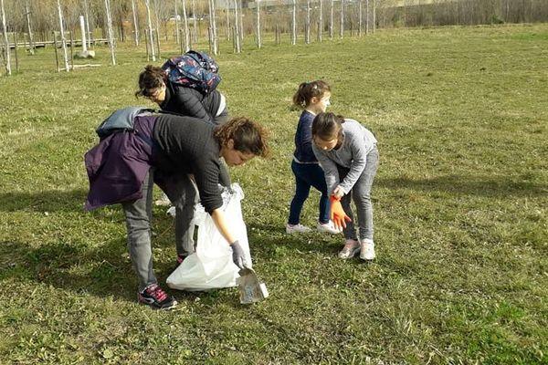 Au mois de février, les participants nettoyaient le parc Charpak à Montpellier.