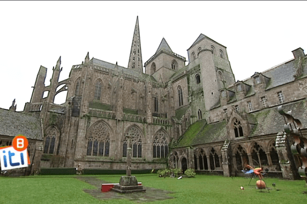La cathédrale Saint-Tugdual de Tréguier, son cloître et son palais épiscopal forment un ensemble unique en Bretagne
