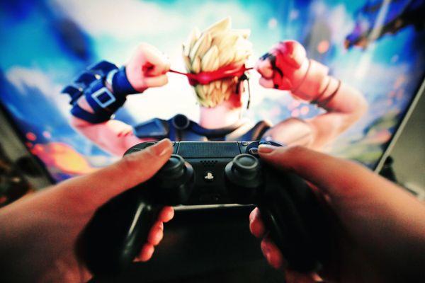 Une joueuse se prépare à démarrer une partie - Photo d'illustration