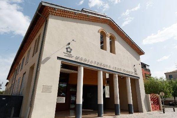 La médiathèque Jean-Giono de Pérols a rouvert le mardi 23 juin avant d'être fermée à nouveau à cause d'un cas de Covid-19 parmi ses agents.