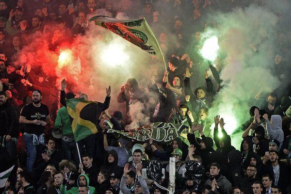 Dans les tribunes stéphanoises, les fumigénes étaient de sortie le 5 février contre l'OL