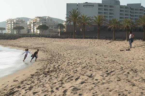 A Mandelieu-la-Napoule, ce dimanche 28 février, la plage est ouverte à ceux qui habitent à moins de cinq kilomètres de celle-ci