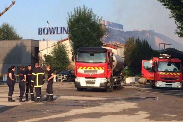 Le Bowling d'Onet-le-Château était parti en fumée, à la suite d'un incendie volontaire.
