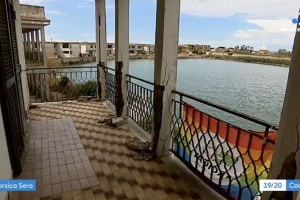 En Italie, cette maison de la station balnéaire deCastel Volturno, confisquée à la mafia, accueille les locaux d'une association LGBT