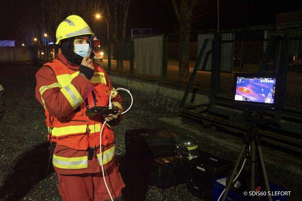 La SDIS de l'Oise utilise un drone en appui pour inspecter l'ensemble de la zone est s'assurer qu'il n'y a plus de risque d'incendie