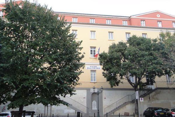 Suite à plusieurs incidents, le lycée professionnel Jean Nicoli à Bastia, a fermé ses portes ce matin avec l'accord du recteur de Corse Michel Barat
