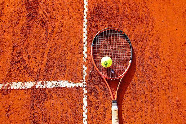 Le tennis ... et ses dérivés peuvent se pratiquer même en période de confinement. Explications par les membres du Tennis Club de Mions....
