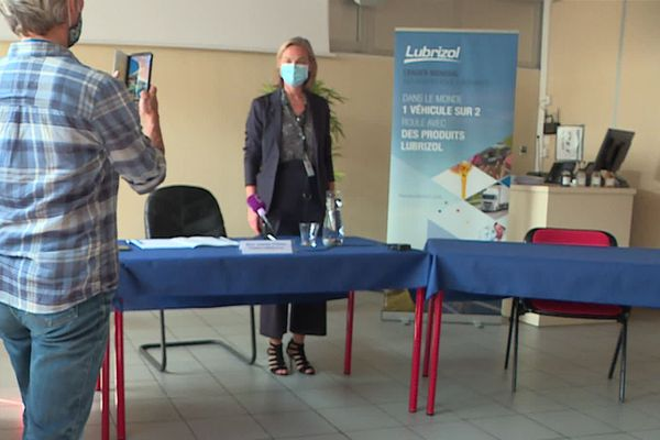 Isabelle Striga, présidente de Lubrizol France avant le début de la  conférence de presse du 22 septembre 2020 à Rouen