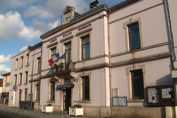 Neuves-Maisons, une ville de 7000 habitants au sud de Nancy (Meurthe-et-Moselle). Considéré comme un bastion de la gauche, la ville s'apprête à tourner une page de son histoire politique.