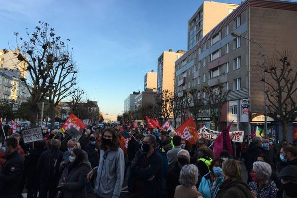 A Cherbourg, la manifestation a rassemblé un cortège inter-générationnel