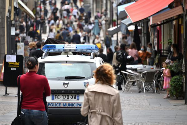 Dans la plupart des rues de l'hypercentre de Clermont-Ferrand, l'accès aux automobilistes est déjà restreint.