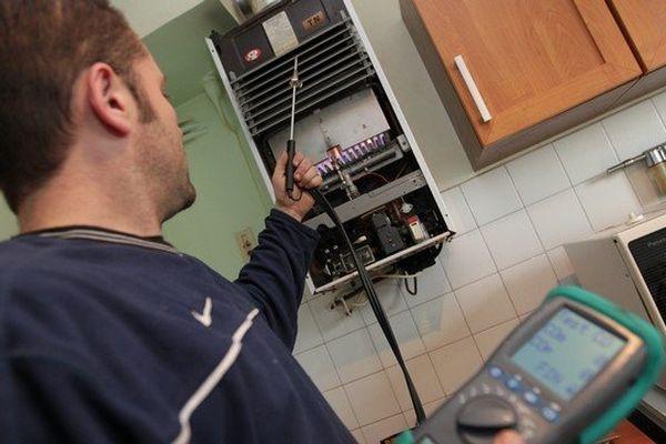 Recherche de fuite de monoxyde de carbone sur une installation (Archives).