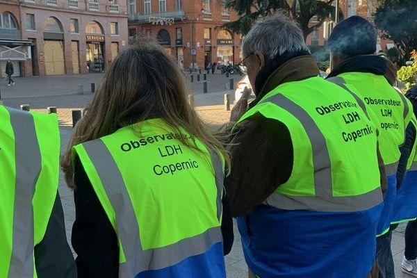 Les Observateurs de la Ligue des droits de l'homme et la Fondation Copernic scrutent les manifestations à Toulouse pour dénoncer les violences.