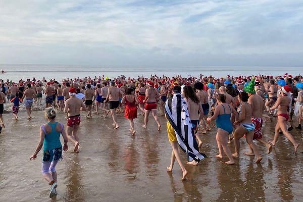 Ils étaient plus de 600 à s'élancer vers l'océan ce dimanche.