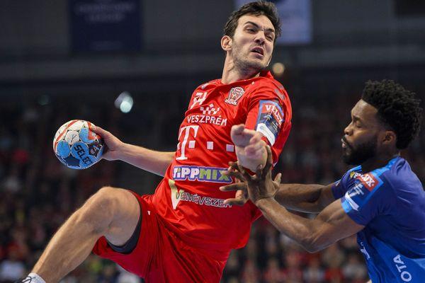 Arnaud Bingo face à Petar Nenadic lors de cette 10ème journée de Ligue des Champions.