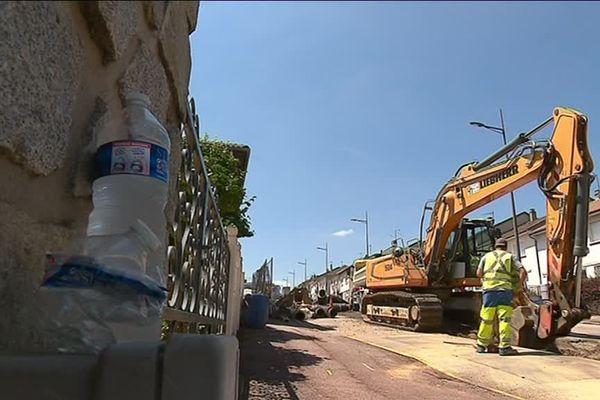 Dans les rues de Limoges, le mercure avoisine les 36 degrés et les travaux se poursuivent.