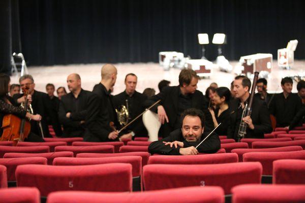 C'est Benjamin Levy, directeur musical, qui a eu l'idée de faire contribuer chaque musicien à la construction d'un concert hors du commun.