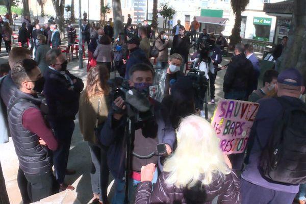 Covid. Les restaurateurs manifestent devant le Tribunal administratif de Marseille contre les restrictions sanitaires qui les frappent. 29/09/2020