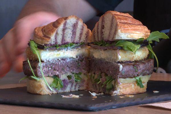 Le « Cafi Ligérien » élaboré par le boulanger pâtissier de Montbrison (Loire), Stéphane Giroud, a été sacré meilleur burger de France 2021, ex-aequo avec celui d'un chef cuisinier de Nîmes.