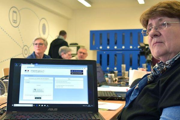 La date butoir pour la déclaration des impôts en ligne arrive à grands pas. Pour pallier à ce problème, quarante seniors suivent une formation numérique à Bliiida.