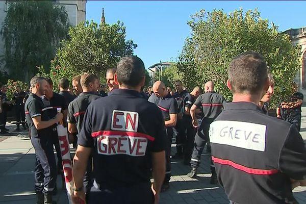 Les pompiers en grève s'étaient déjà massivement rassemblés le 12 juillet .